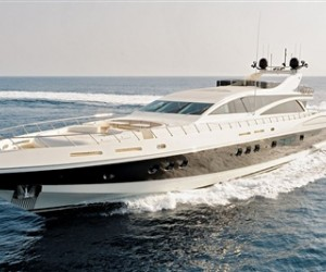The new Leopard 43M Yacht is worthy of its fast feline name with a top speed of 35 Kn...
