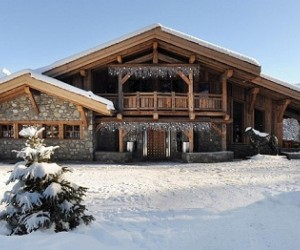 Here's a selection of gorgeous ski chalets scattered across the globe that are availa...